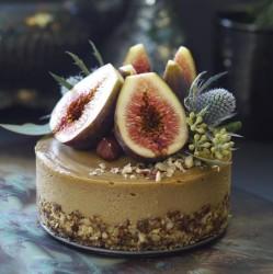 Fig-Hazelnut-Caramel-Cake-cr