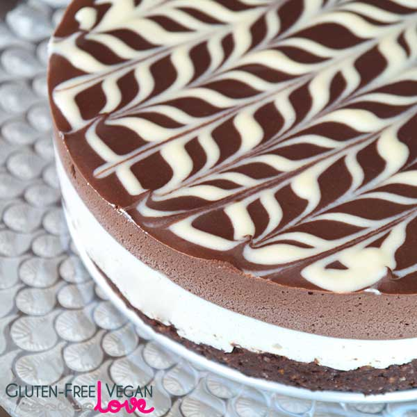 Raw Vegan and Gluten-Free Black and White Chocolate Cake {Paleo}