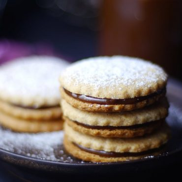 Alfajores / Dulce de Leche Sandwich Cookies {Free from: gluten & grains, dairy, eggs, and refined sugar}