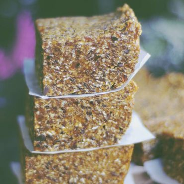 Apricot Breakfast Bars (No-Bake & Free From: gluten, dairy, added oils, nuts, or refined sugar)