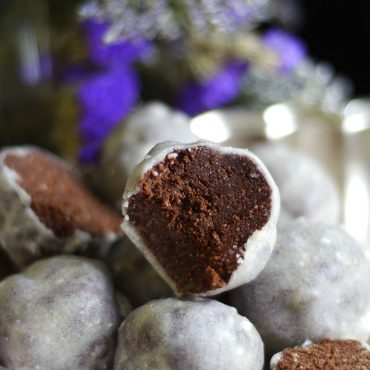 No-Bake Glazed Donut Holes (Free From: Gluten & Grains, Dairy, Refined Sugar)