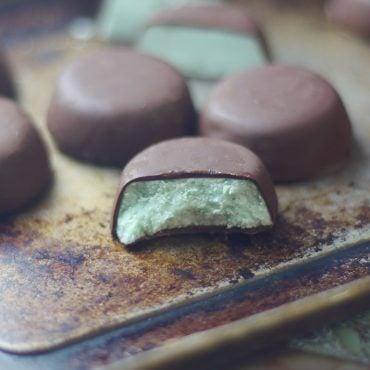 homemade raw vegan mint chocolates