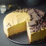 no bake vegan chocolate peanut butter banana cheesecake