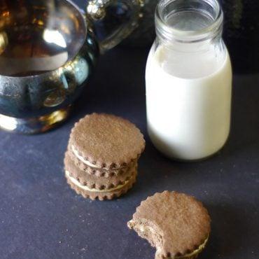 gluten-free vegan maple cream chocolate cookies